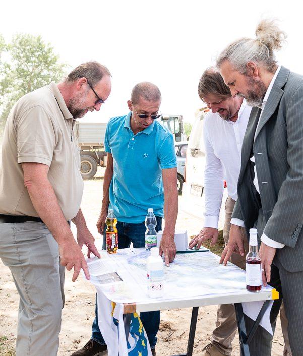 Franz Meister,Kurt Decker, Thomas Waitz und Martin Litschauer auf der Baustelle von Paks 2. ©Podesser